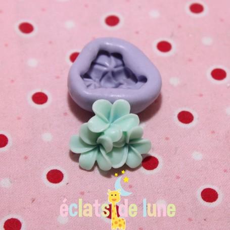 Moule en silicone trio de fleurs 22/16 mm